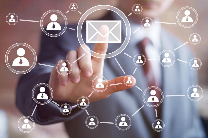 Contacter par mail